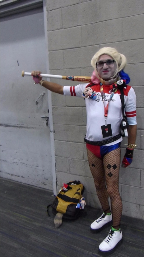 Leo como Harley Quinn in Crossplay